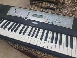 Yamaha piano keyboard psr e203