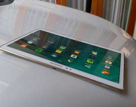 Tab S layar 10.5 inch. Kodisi normal. Bagus warna putih. BUC