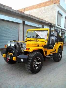 Yellow colur jeep power full engine with front