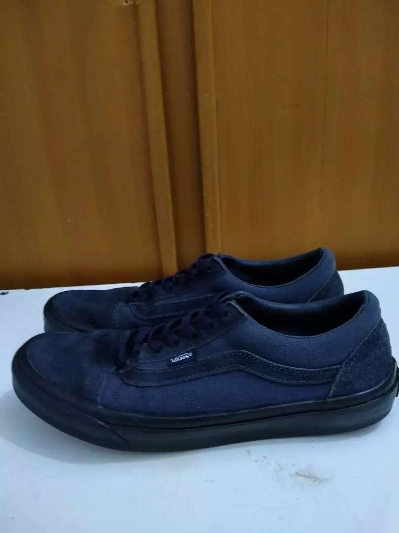 Jual sepatu Vans warna biru navy 0