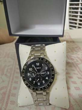 Timex Round Dial Metallic Classic Watch
