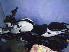 Apache RTR 200 4V for sell on an urgent basis
