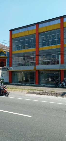 Gudang Lokasi Paling Strategis di Jalan Utama di Klaten. 3 Lantai Full