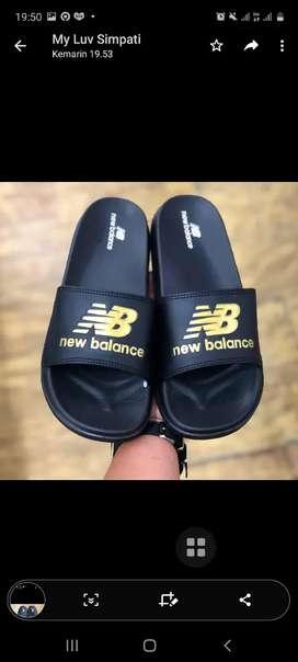 Sandal New Balance Gold