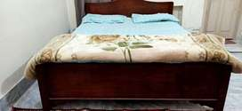 Queen size bed with mattress for 12000