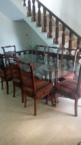 8 seater chinotti dinning table almost new in condition