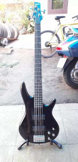 Ibanez Bass guitar with hartke amp
