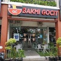 Lowongan Kerja sebagai Pramusaji dan cook di rumah Bakmi Gocit