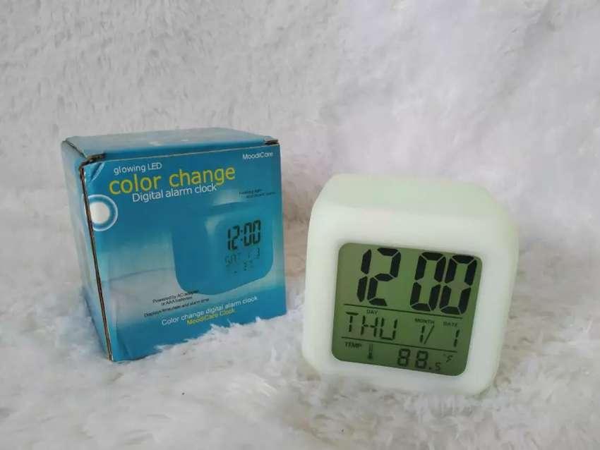 Jam Moody Clock (Kubus / Dadu Polos) Digital 7 Warna 0