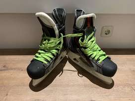 Bauer Vapor X100 Ice Skating Shoes