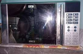 IFB MICROWAVE OVEN IN GOOD WORKING CONDITION