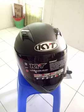 Helm KYT full face ukuran XL