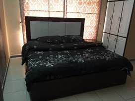 I -8 Rooms available FOR rent male & female and couple rooms for rent
