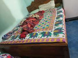 3 yrs old queen size double box bed for sell
