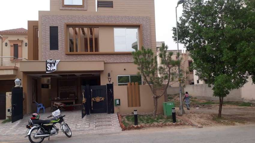 A chance to buy 8 Marla brand new house in Ali Block Bahria Town Lhr 0