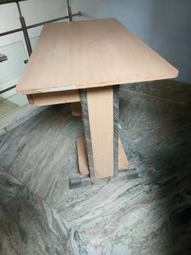 Good Condition Computer table