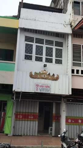 Disewakan Ruko 2 1/2 lantai di Pasar Tengah