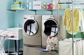 Jasa laundry kiloan 5.000 per kg.