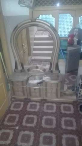 Dressing table used urgent