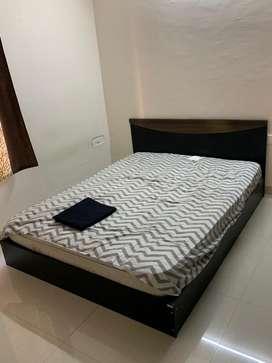 Queen Bed Rs 4,500