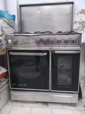 Cooking range with Oven