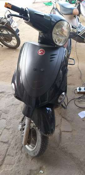 Hero electric scooter good condition 6battery new 70km per charge