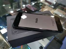 5 days old Apple iphone 8 64GB Indian at 29900