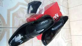Sepatu pantofel Kickers pria