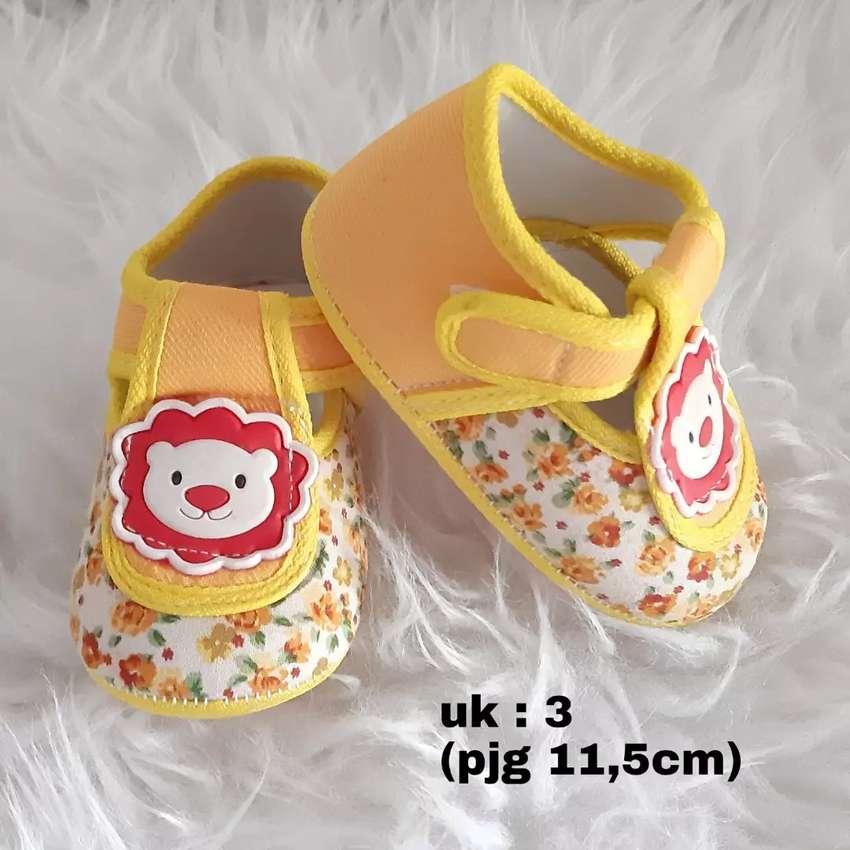 Sepatu Bayi Kuning Motif Singa 0