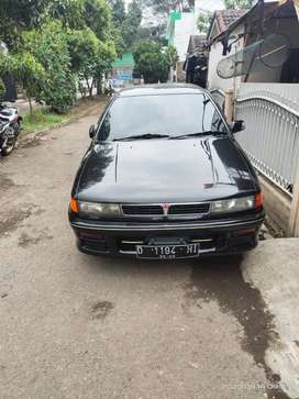 Mobil sedan mitsubishi lancer