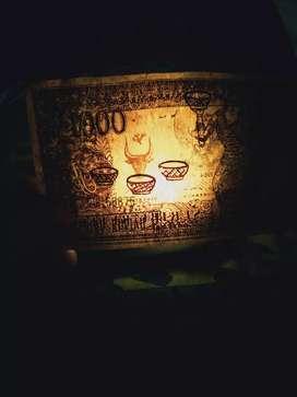 Uang 1000 soekarno, melengkung dan ada lambang kepala banteng