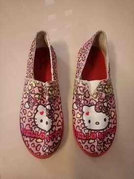 Sepatu anak perempuan hello kitty