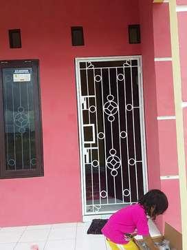 Tralis pintu atau doubelan pintu besi