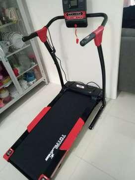 Treadmill elektrik tipe TL 111//mesin 1,5 hp