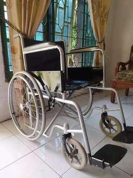 Kursi roda (ban mati)