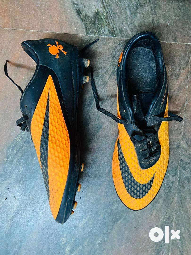 FootBall Boots amd chin guards both branded nike football equipment 0