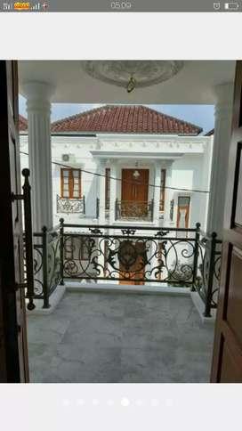**Rumah Dengan bangunan Clasik Mewah +keamanan 24jam.
