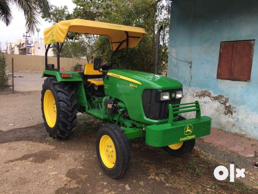 Johndeere 5042D tractor John Deere 0