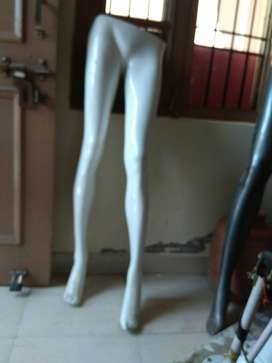3 woman white mannique legs, very good condition