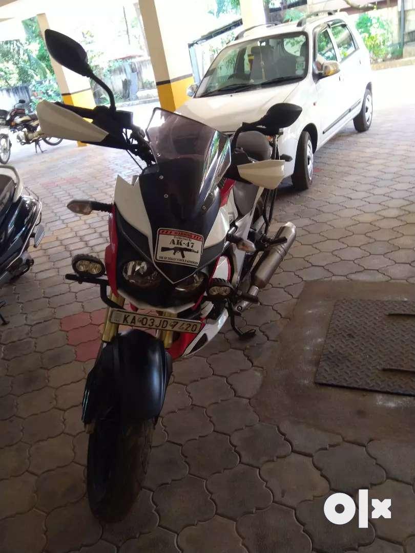 Mahindra mojo dual exhaust red and white 0