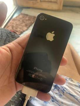 Iphone 4 32gb very good condtion with cable only