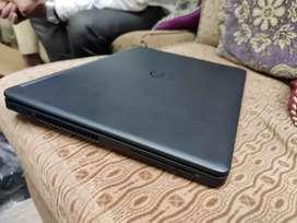 Dell FHD 2k display touch i7 6th gen 8gb 256m.2sata ssd