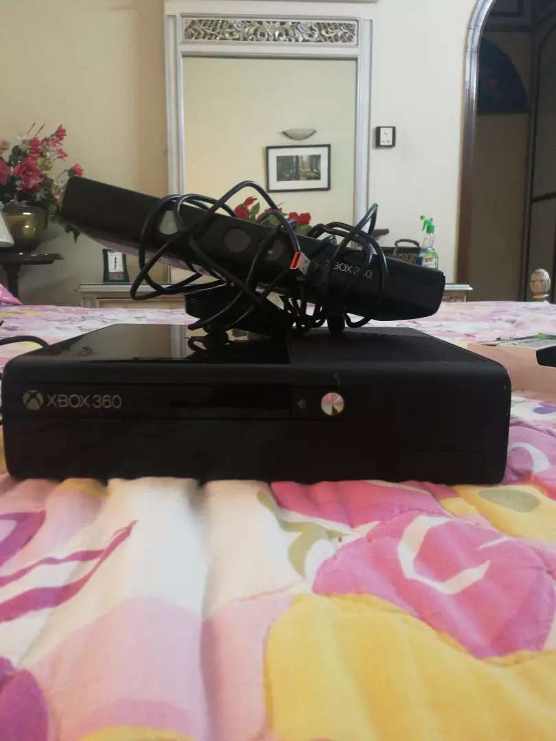 Xbox 360 with original games and accessories 0