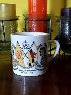 Istimewa MUG vorcelaint hanya 1unit kenangan2 kerajaan Brunei thn 1968