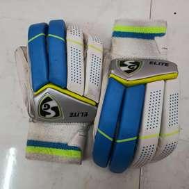 Sg glove and sg thaigh pad