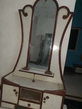 Dressing table old