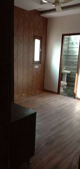 Urgently sale 3bhk 122guj new corner flat