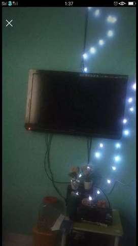 "TV TOSHIBA 32"" BAGUS"