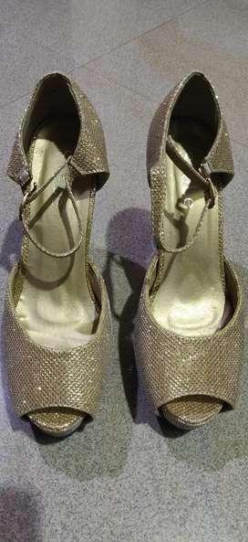 Heels Sandal- Golden color, Size 5 (UK 38 size)