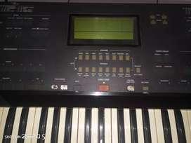 Dijual keyboard korg is50 dan yamaha psr 520 minus borongan